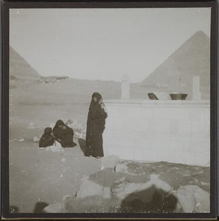 People near the pyramids. Possibly in Giza 1910. ; Photograph 2.