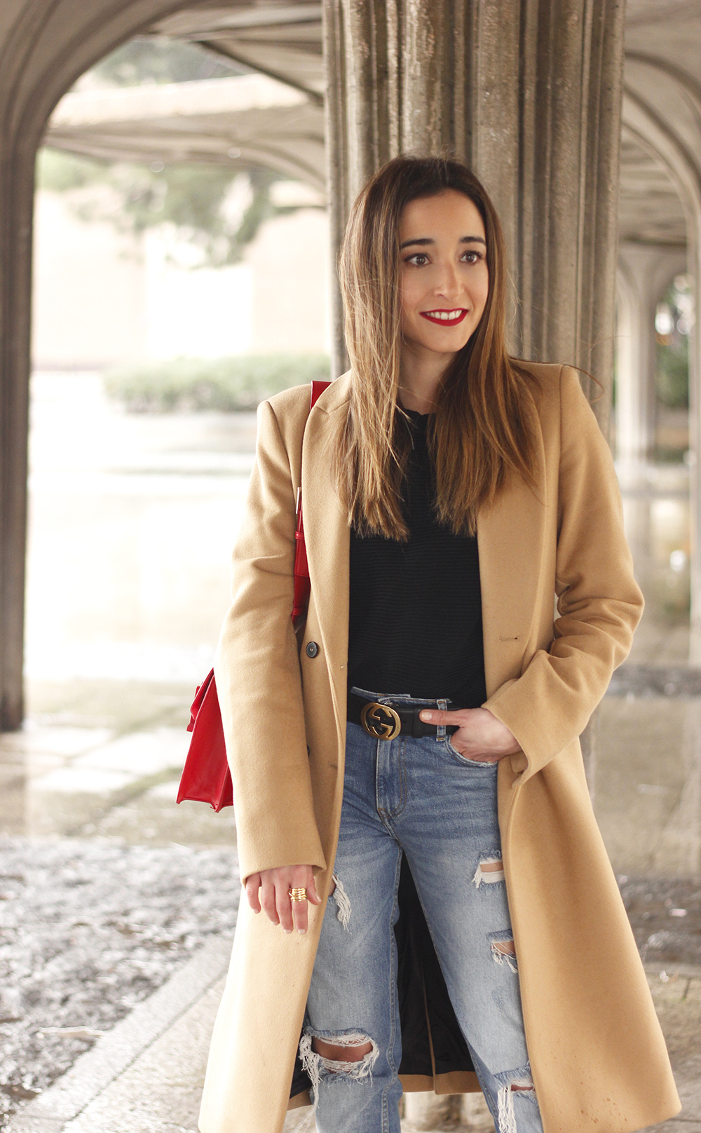 camel coat red valentinobags black outfit winter style fashion08