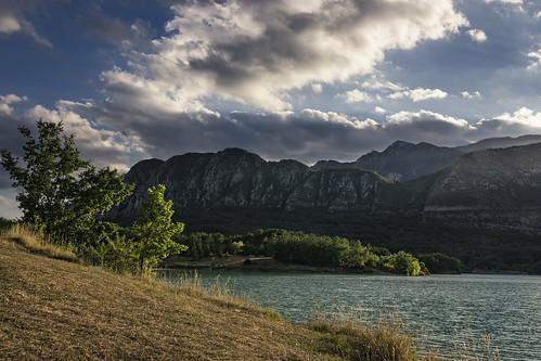 lago montagna castel san vincenzo nuvole luce natura paesaggio molise