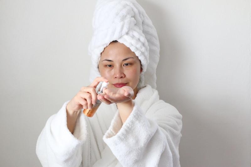 apply-serum-moisturizer-cream-16