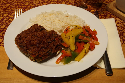 Fisch Bordelaise mit Reis und Paprikagemüse
