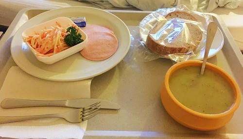 Broccoli cream soup, salad, sausage & bread / Brokkolicremesuppe, Salat, Wurst & Brot
