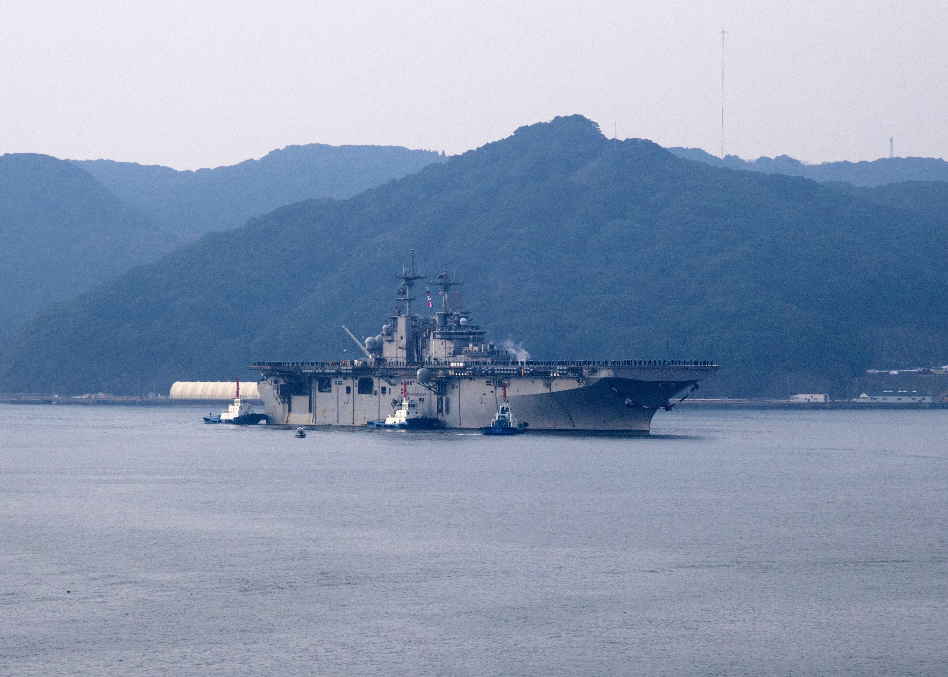 Amphibious assault ship (LHA - LHD - LPD) - Page 5 38791838805_f2600e2955_o