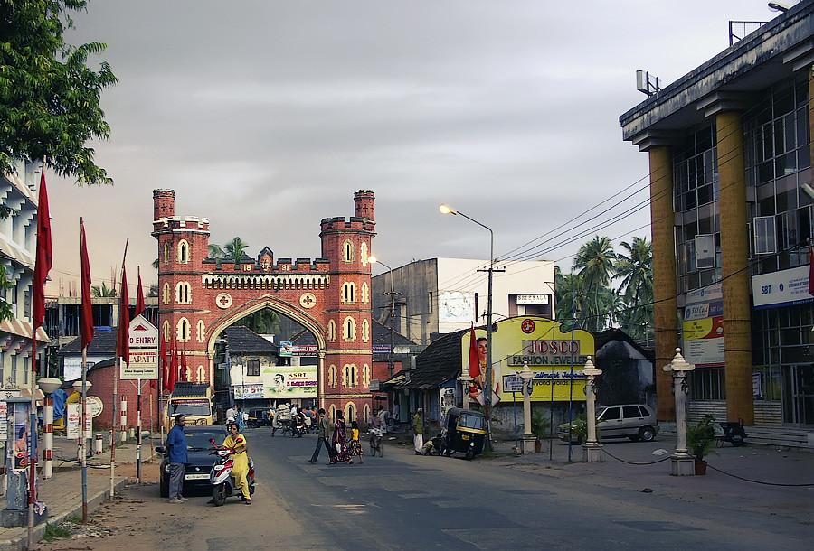 Рядом с храмом Шри Падманабхасвами. Тируванантапурам (Тривандрум), Керала, Индия
