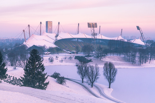 munich olympicstadium olympia stadium winter snow sunrise sunsetlight o2tower runners outdoor architecture cold purple redfurwolf sonyalpha a99ii sony sonyimaging germany sport