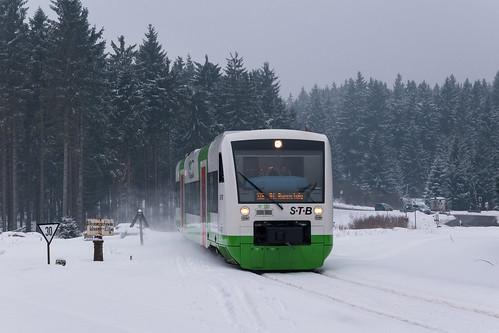 VT120 der STB erreicht den Bahnhof Rennsteig