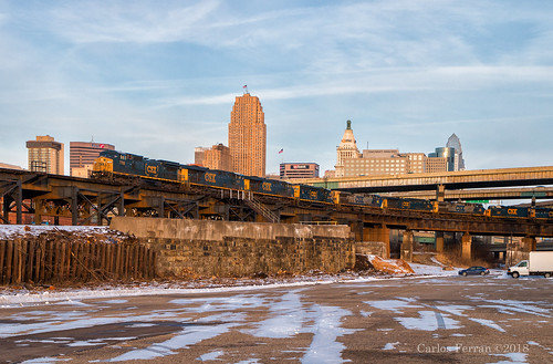 csx ct junction train trains emd ge locomotive railroad cincinnati sunset skyline nati cincy winter cold rails sky blue q572 freight manifest bridge steel elevated track tracks