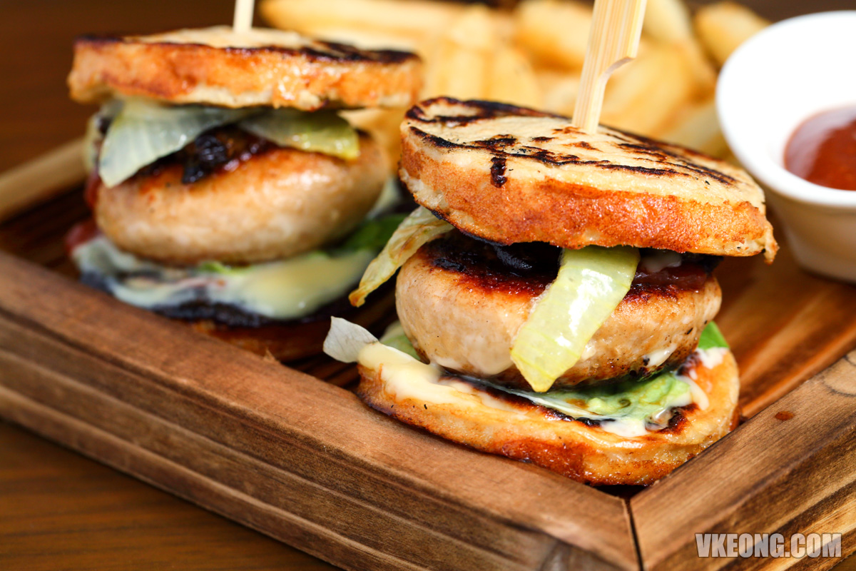 Le-Pont-Boulangerie-Chicken-Slider-with-Tofu-Bun