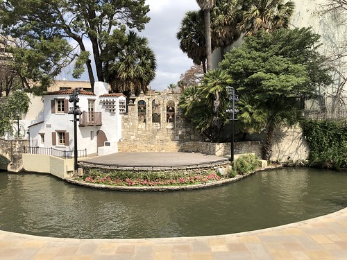 San Antonio - Riverwalk opposite Villieta