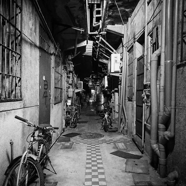 #blackandwhite #taipeiwalk #cityscape #darkside #cheminsdetraverse #digitalphotography #taipei #taiwan #smoothcapturelabs #pictureoftheday #streetphotography