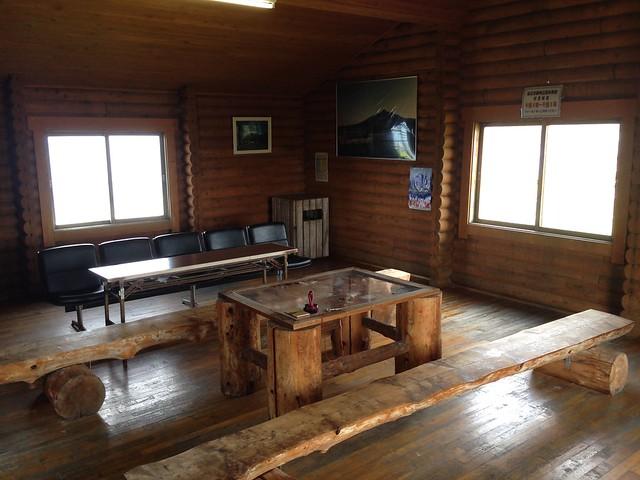 hokkaido-rishiri-island-senpoushi-misaki-promontoty-break-hut-inside-01