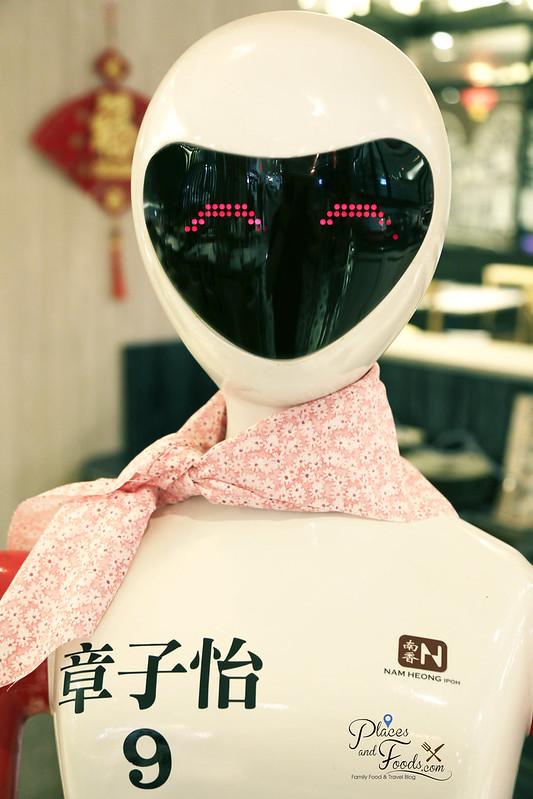 nam heong ipoh robot smiling