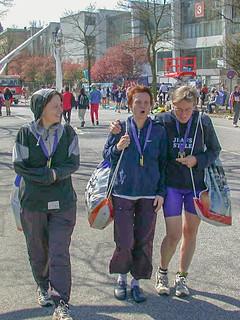 Gisela, Elisabeth und Claudia auf dem Rückweg vom Ziel