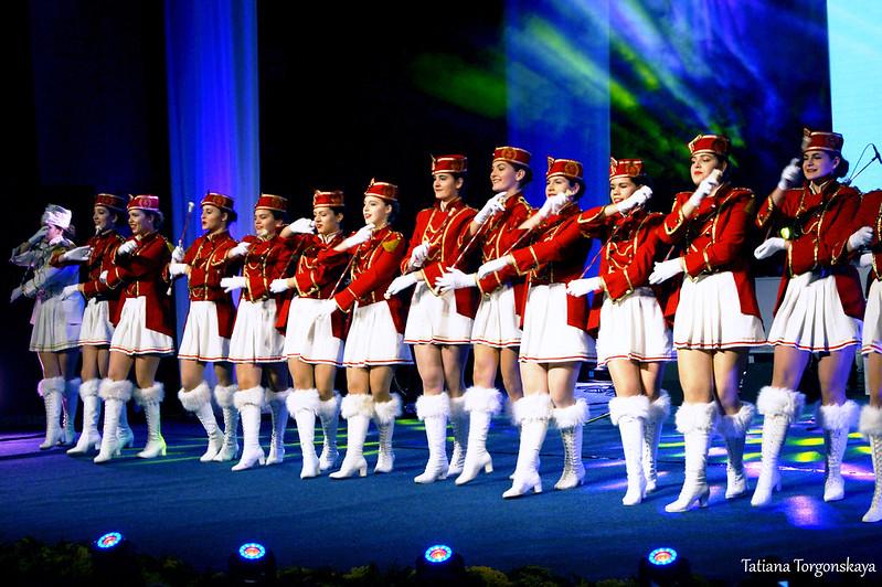 Танец мажореток на Открытии 49 Праздника мимозы