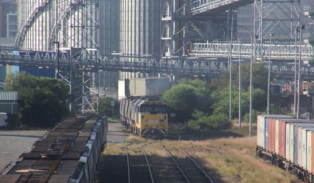 DL41 and an 81 class discharge a PN grain at Carrington by bukk05