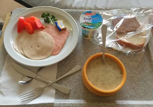 Broccoli soup, cold cuts & bread / Brokkolisuppe, Aufschnitt & Brot