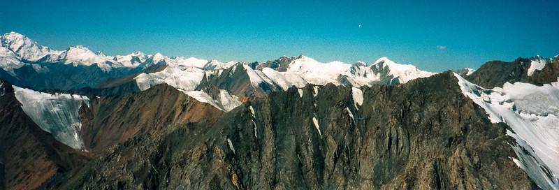 シルクロードに聳える天山山脈