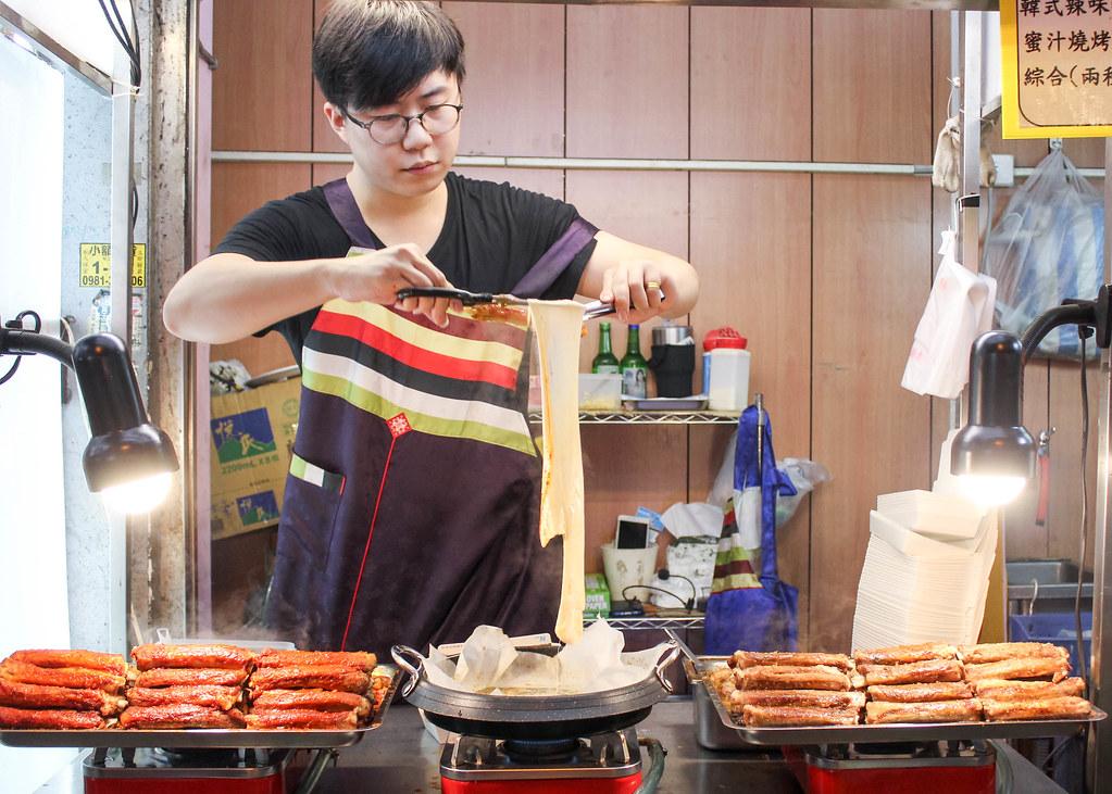 fengjia-night-market-alexisjetsets-3