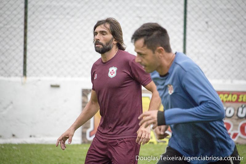 Goleiros da Portuguesa Santista treinam sob o comando do preparador Ângelo Berger