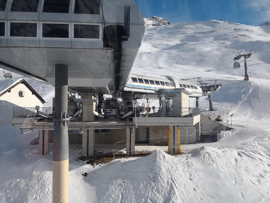 Mid-base of Hochgurglbahn