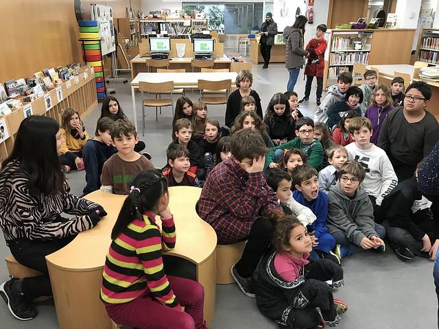 [2018-02-23] 1r - A la biblioteca amb els padrins