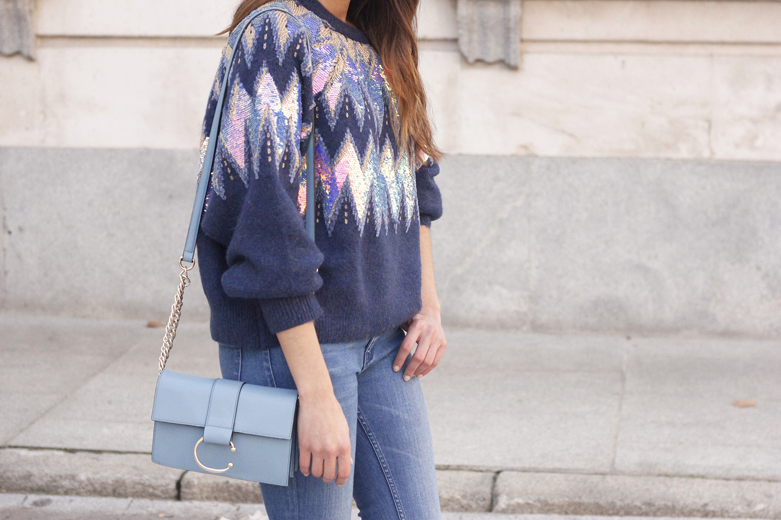 blue sequin sweater ripped jeans carolina herrera pink heels uterqüe bag winter outfit 201801