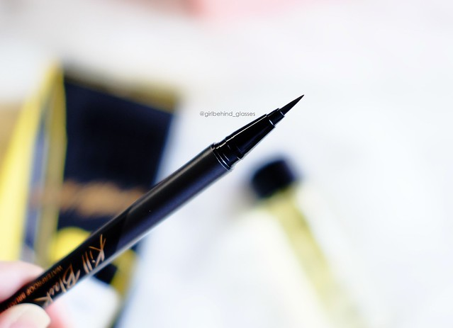 Clio Waterproof Brush Liner Kill Black eyeliner