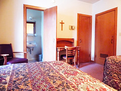 Bedroom_2B_bed_view