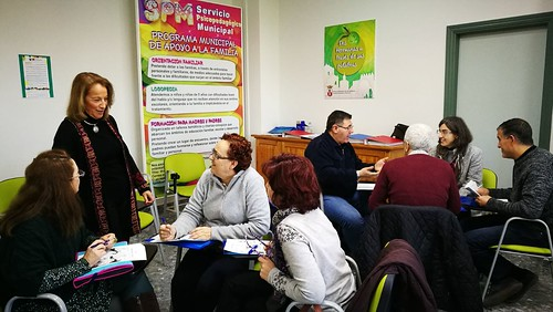 Escuela de Familia SPM taller sobre cómo afrontar la adolescencia