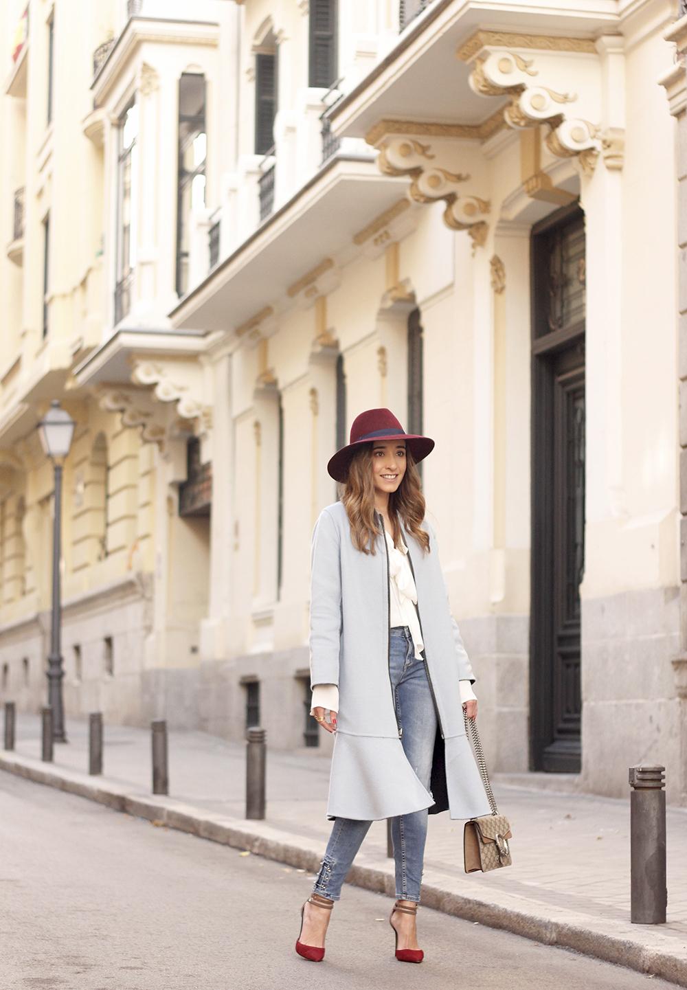 blue coat uterqüe abrigo azul gucci bag burgundy heels winter outfit street style fashion11