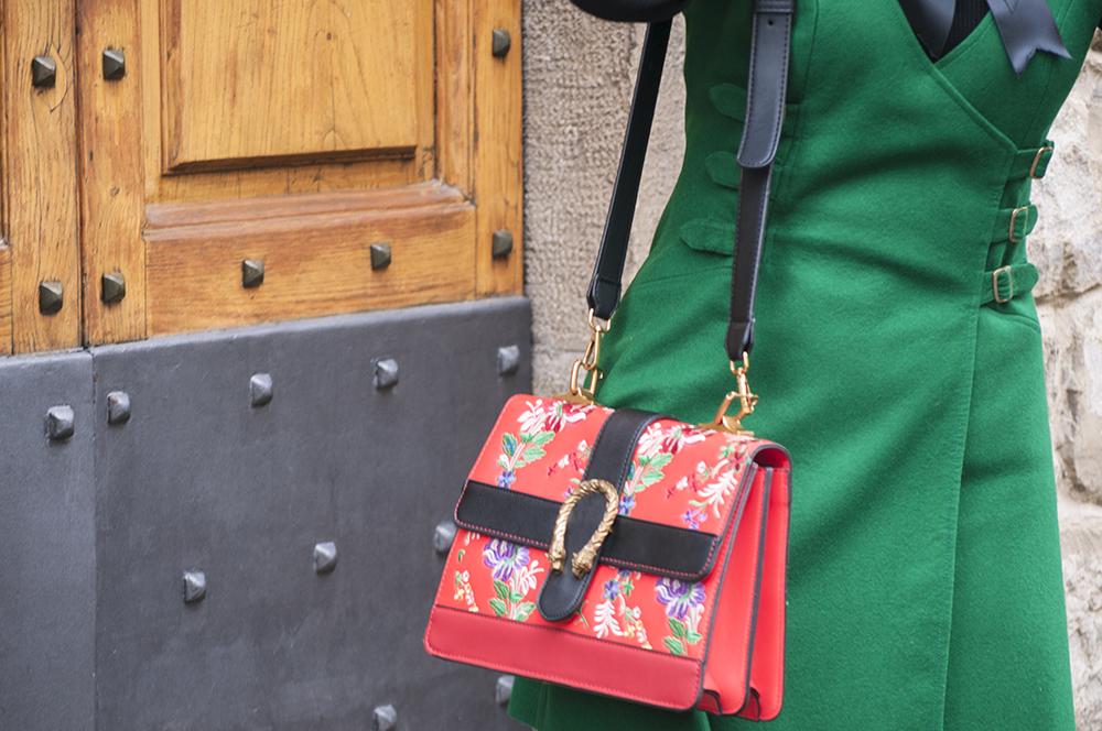 somethingfashion blogger spain italia valencia firenze, influencer vintage green winter howtowear ootd streetstyle, gucci inspiration handmade bow corbatín