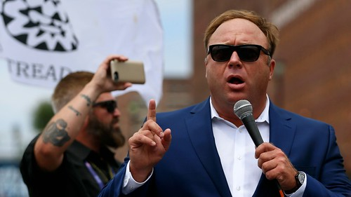 Alex Jones Accused of Sexual Harassment, Bullying at InfoWars – The Daily Beast via Nightshade09
