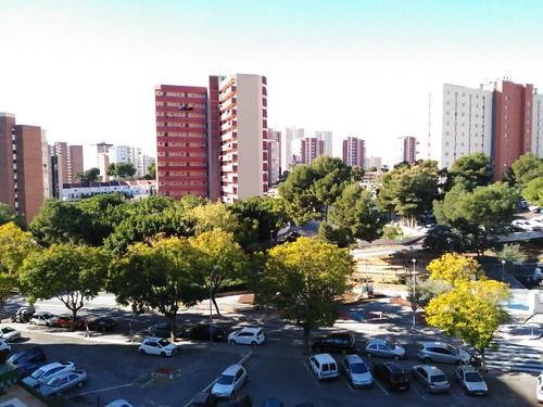 orientado al sur, muy soleado.  Pida más información en su agencia inmobiliaria Asegil de Benidorm  www.inmobiliariabenidorm.com