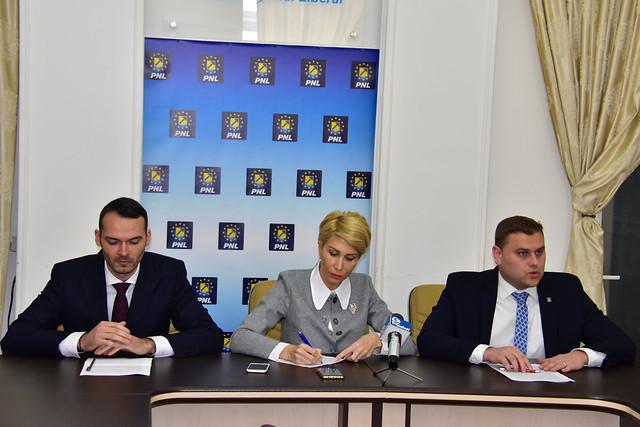 Conferinta de Presa PNL Tecuci cu Raluca Turcan, George Stanga si Lucian Costin