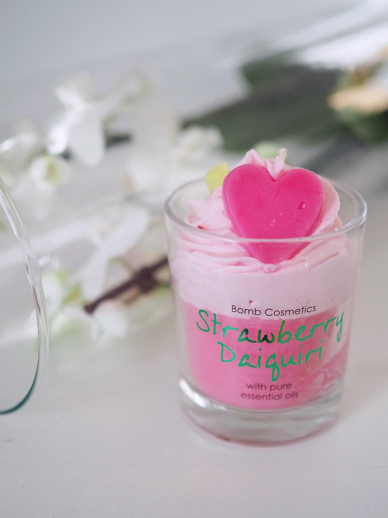 bomb cosmetics kynttilä