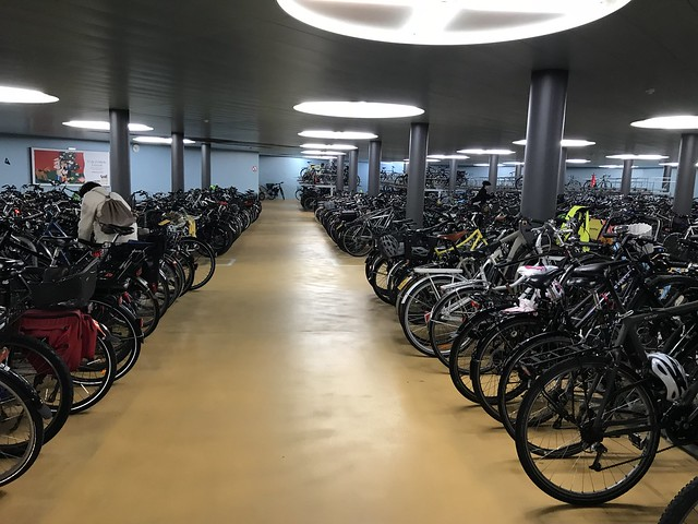 Parcheggio sotterraneo biciclette sotto la stazione centrale