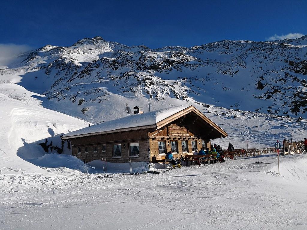 Kirchenkarhütte at 2,635m