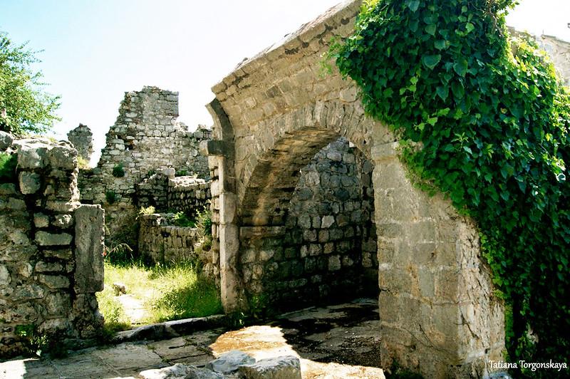 Руины францисканского монастыря в Старом Баре