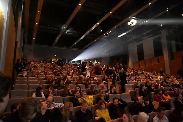Publiken samlas