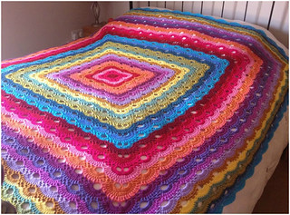 🙋♀️ 😍  I loved very delicate this crocheted quilt pattern very easy and easy step by step I loved this pattern