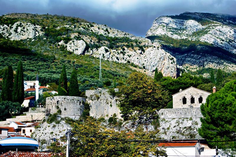 Фрагмент Старого города с бастионом Гавадола и Епископским дворцом