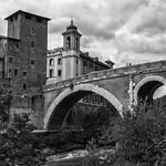 Ponte Fabricio, Isla Tiberina, Rio Tiber, Roma - https://www.flickr.com/people/147153897@N06/