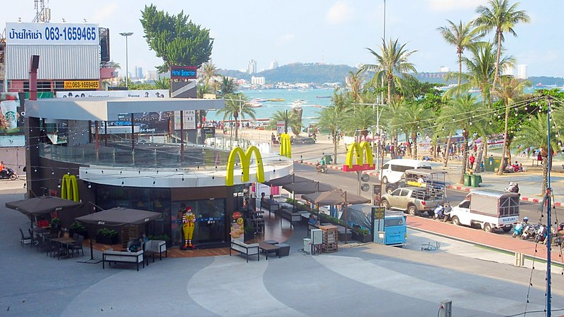 Pattaya Beach Road fast food