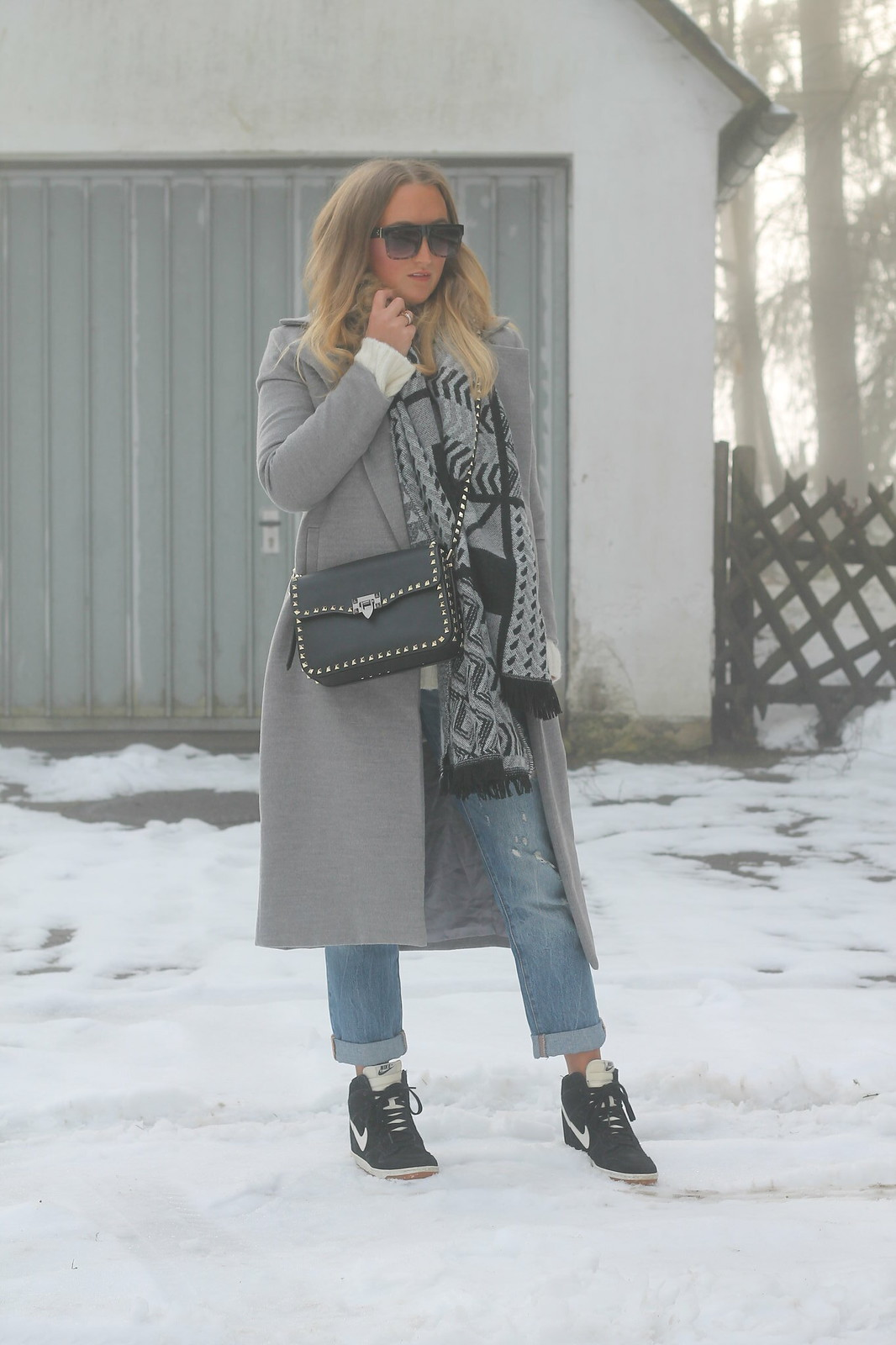 grey-coat-and-sneakers-whole-outfit-wiebkembg