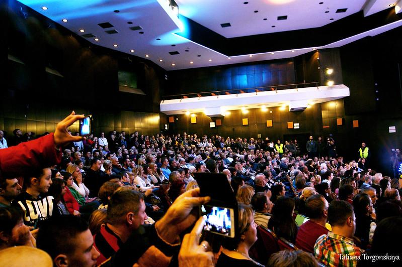Зрительный зал на Открытии 49 Праздника мимозы