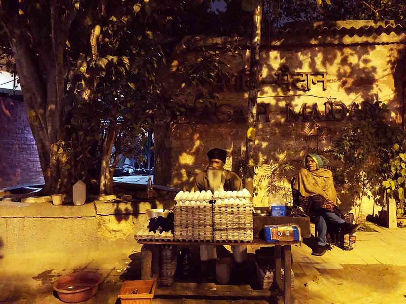 City Hangout - Dalbir Singh's Egg Stall, Outside Pragati Maidan Metro Station
