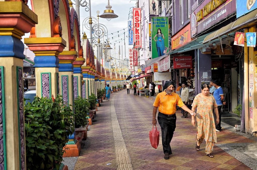 Indian couple in the Brickfields neighbourhood (Little India) of Kuala Lumpur - Malaysia