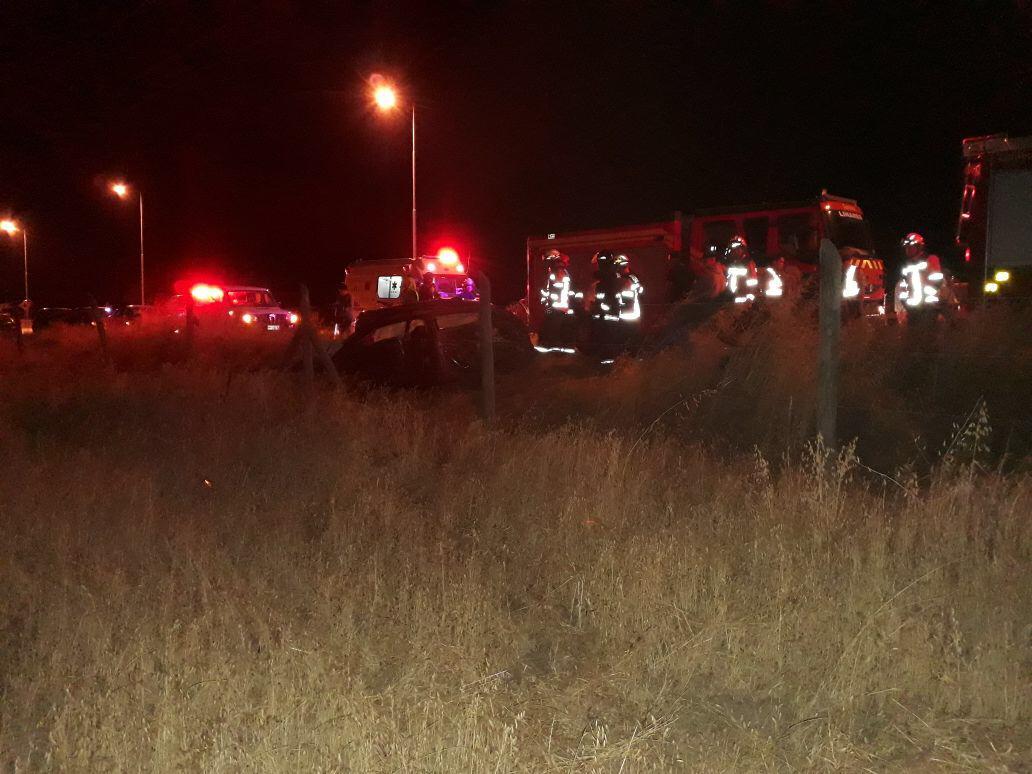 LINARES; Bomberos Trabajó Accidente de Tránsito