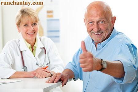 Bệnh Parkinson thường khởi phát sau 40 tuổi