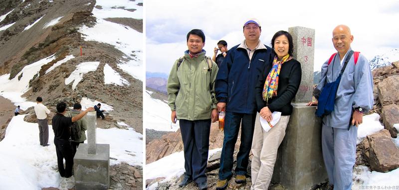 左:左側が中国・右側がキルギス 右:劉暁慶新疆政府処長らと(撮影:筆者・同行者)